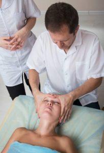 Каким бывает буккальный массаж, обучение технике