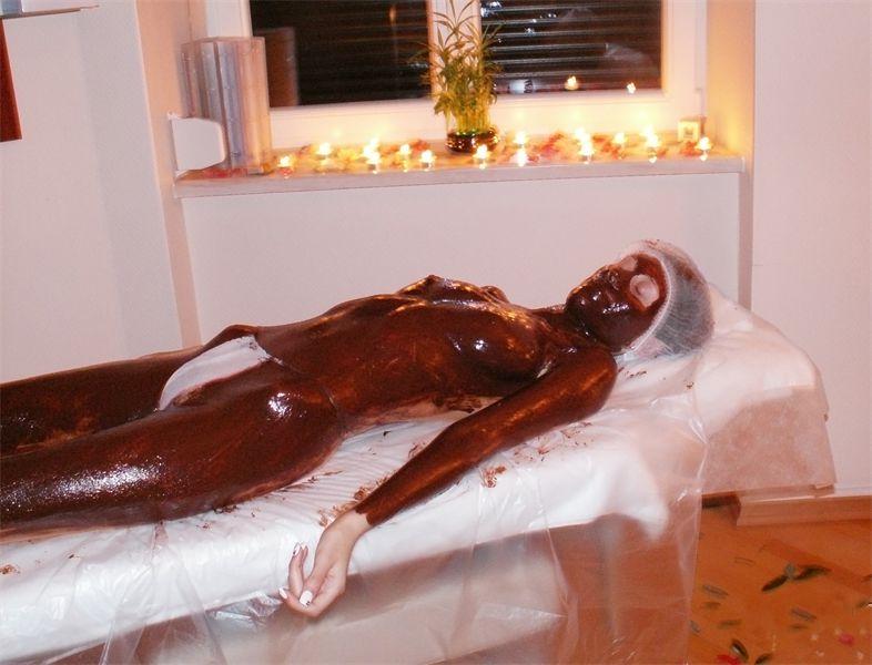 Телочка в ванной в шоколаде